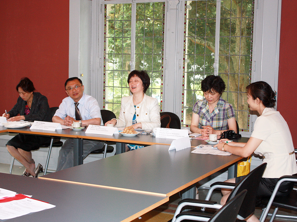 Meeting with representatives of the shanghai medical association at